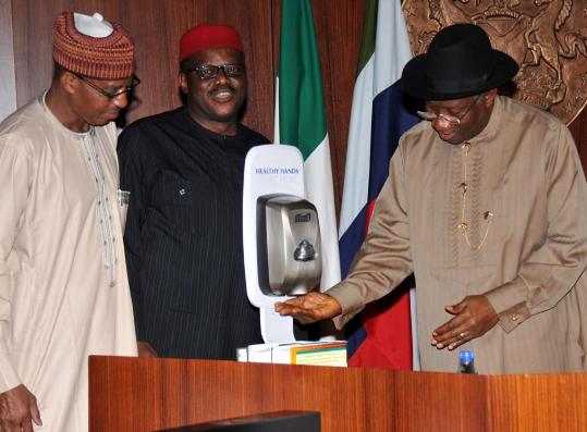 SEE: GEJ, Sambo, Fashola use hand sanitizer during meeting on Ebola
