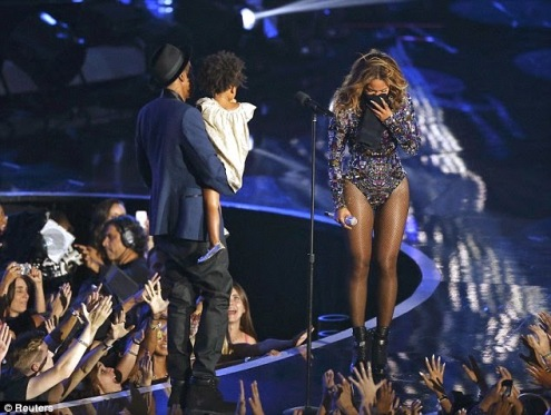 """Jay-Z calls Beyonce """"The greatest living entertainer"""" at the 2014 VMAs Show"""
