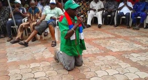 I must win - A House of Reps Member on his knees begging for votes | ozaragossip.wordpress.com