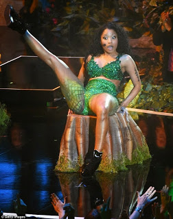 Crazy things Nicky Minaj did at 2014 MTV Music Video Awards