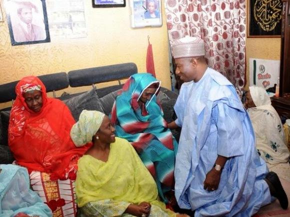 President Goodluck Jonathan Kneels Before Umaru Yar'adua's mother - ozara gossip