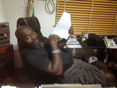 Edi Lawani with wacomzy's contract paper | ozara gossip