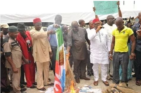 PDP Youths in Imo state burns APC flags and brooms | OZARA GOSSIP