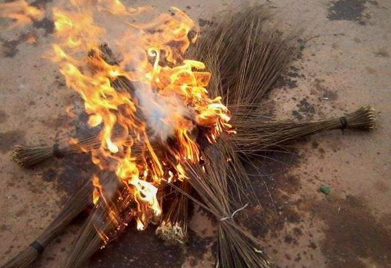APC flags and brooms burnt in Imo State | ozara gossip
