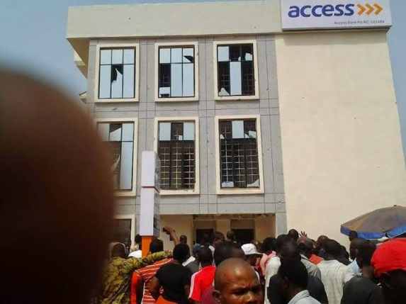 armed robbery on Access Bank | ozara gossip