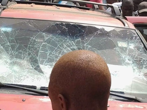 car destroyed at the armed robbery incident in Agbor | ozara gossip