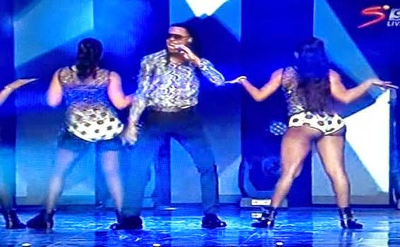 ozara gossip: Flavour performs at Glo CAF Awards